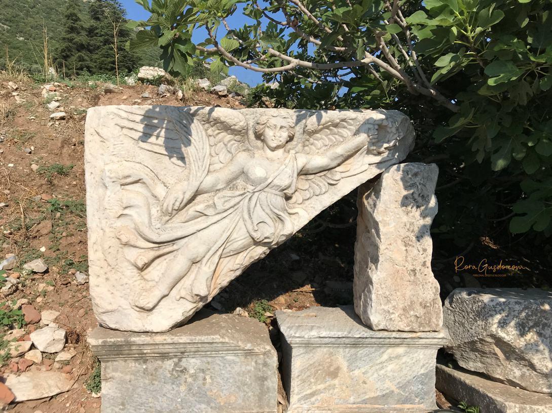 Pahatan Batu Dewi Nike Dewi Kemenangan dan Keberhasilan Mitologi Yunani