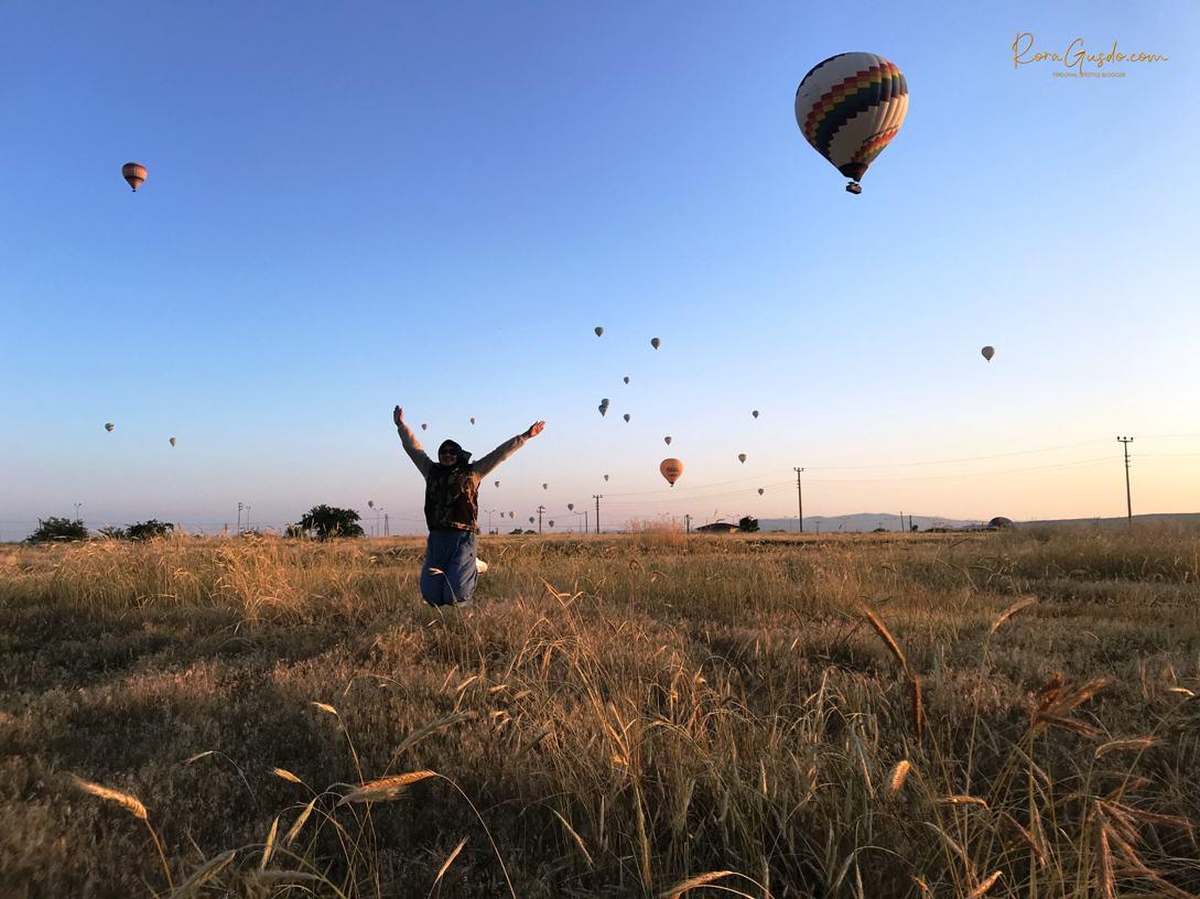 Pose Andalan Setelah Naik Balon Udara Turki RoraGusdo