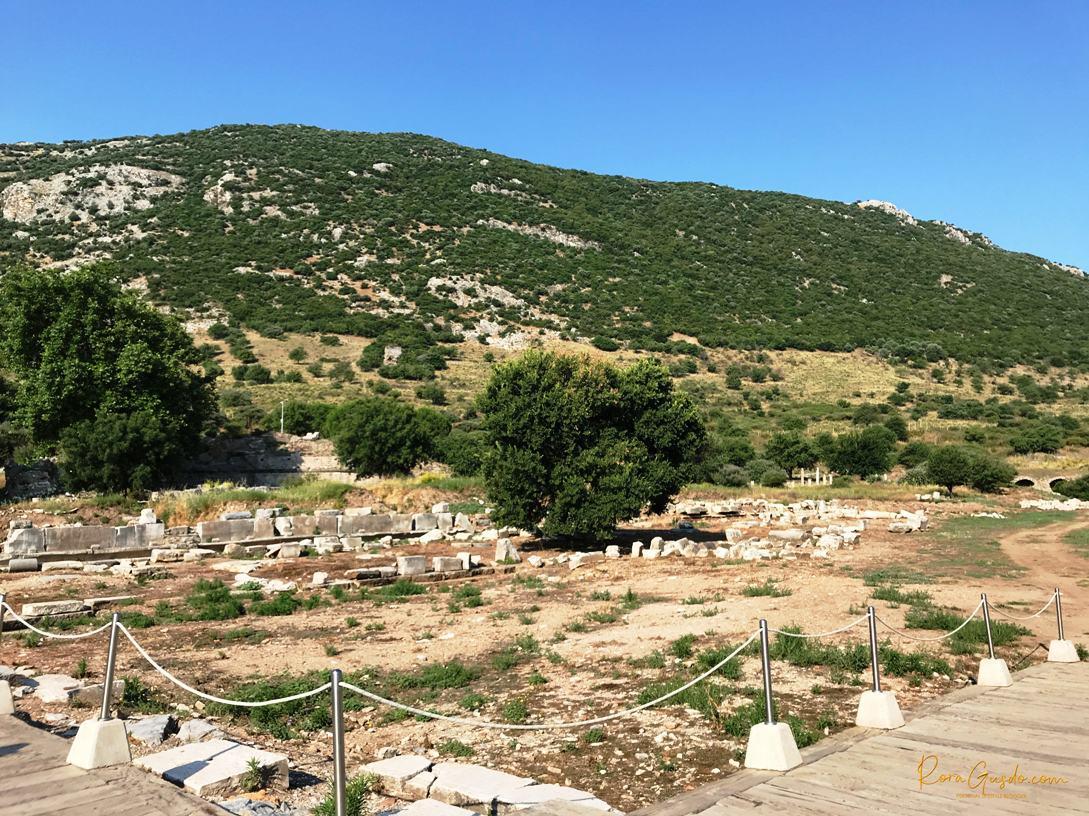 Puing Sisa Reruntuhan Ephesus